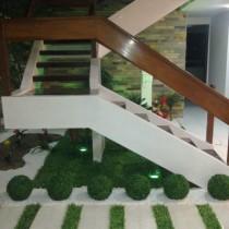 painel de grama artificial em casa